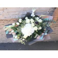 Buchet cu hortensia,proteea,lalele si trandafiri