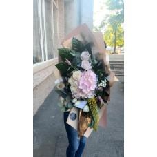 Buchet cu hortensia si trandafiri