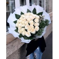 Buchet cu 31 trandafiri albi
