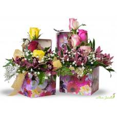 Aranjament floral in cutie trandafiri
