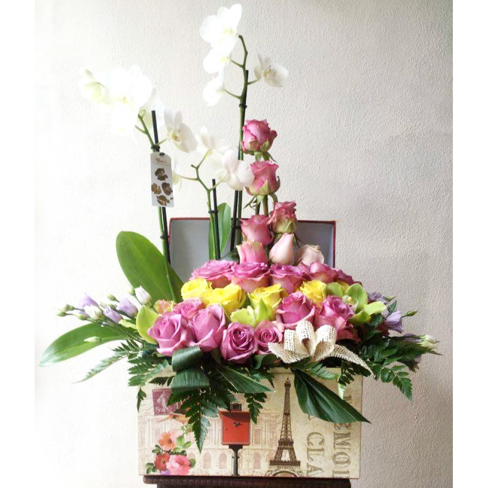 Aranjament Flori Naturale In Cutie Trandafiri Orhideea Lisiantus